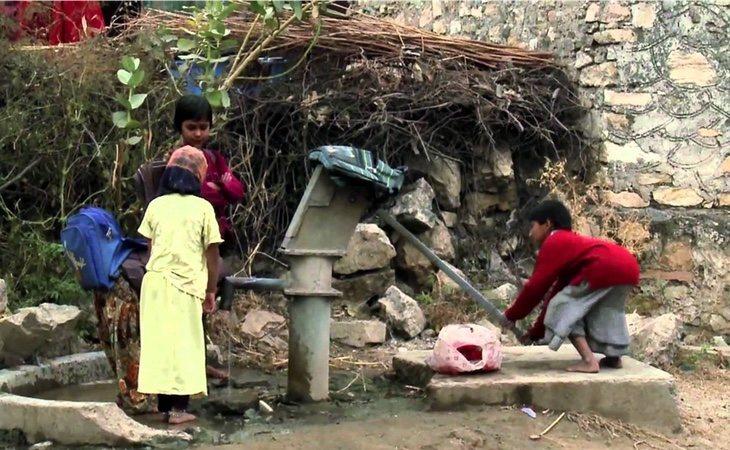 Niñas trabajando en la India