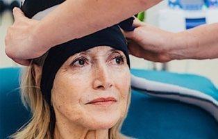 Un casco evita la caída del cabello durante la quimioterapia en los pacientes con cáncer