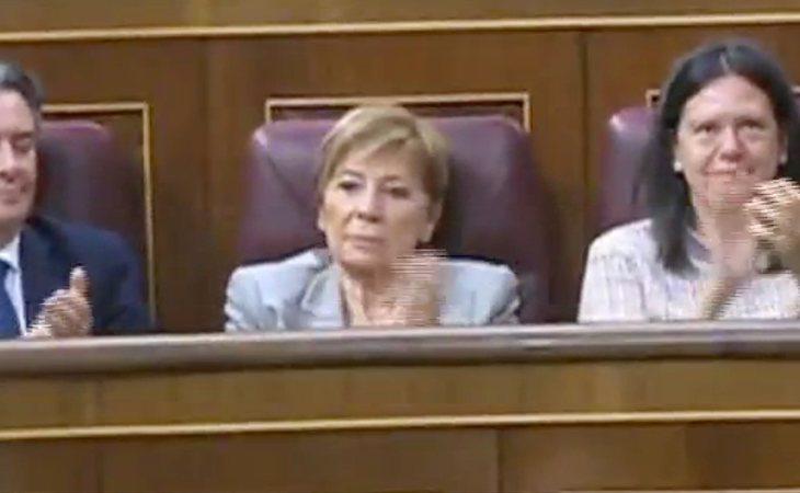 Celia Villalobos hoy no juega al Candy Crush, solo aplaude