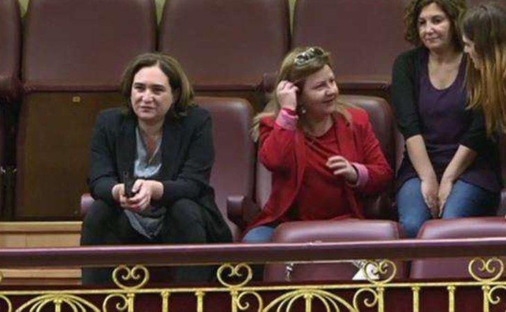 Ada Colau acude al Congreso porque no se quiere perder la caída de Mariano Rajoy