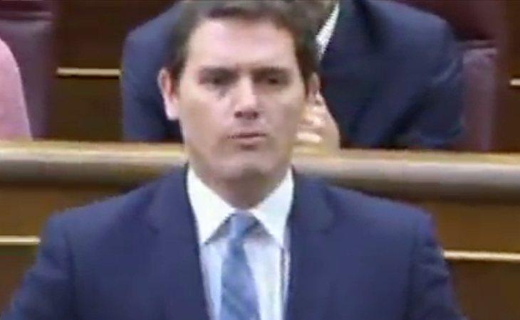 ¡Qué sorpresa!  Rivera vota no a la moción de censura apoyando al PP