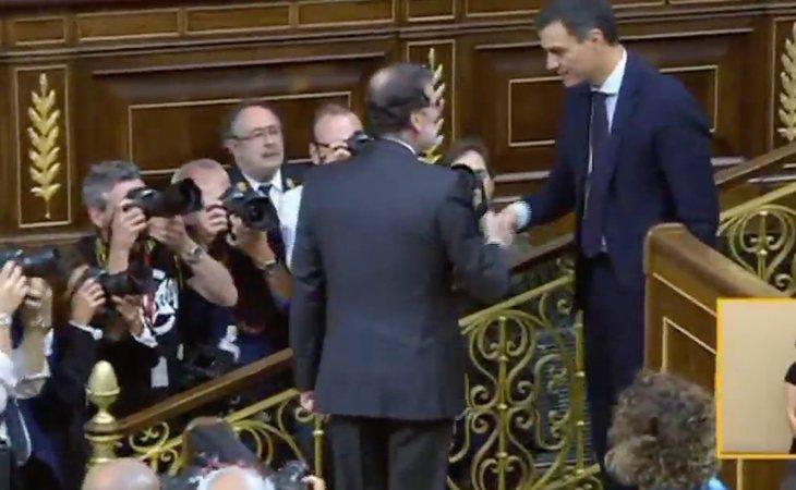 Mariano Rajoy felicita a Pedro Sánchez pasando así la presidencia del Gobierno