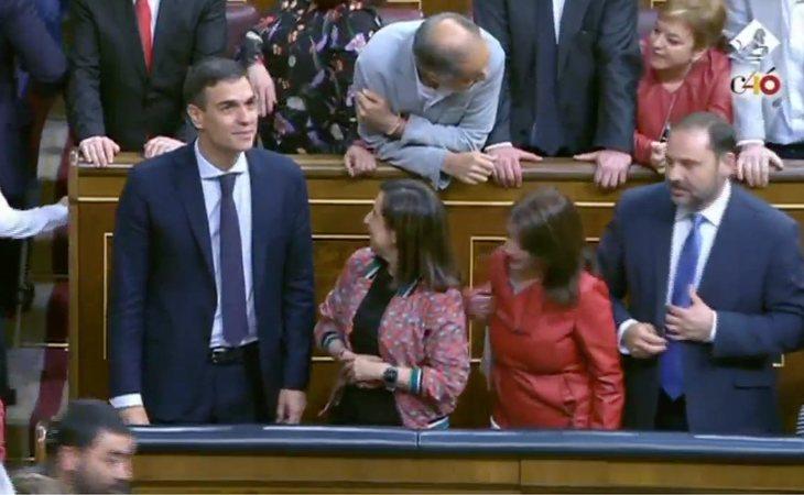 Pedro Sánchez ya ocupa el escaño del Gobierno en el Congreso