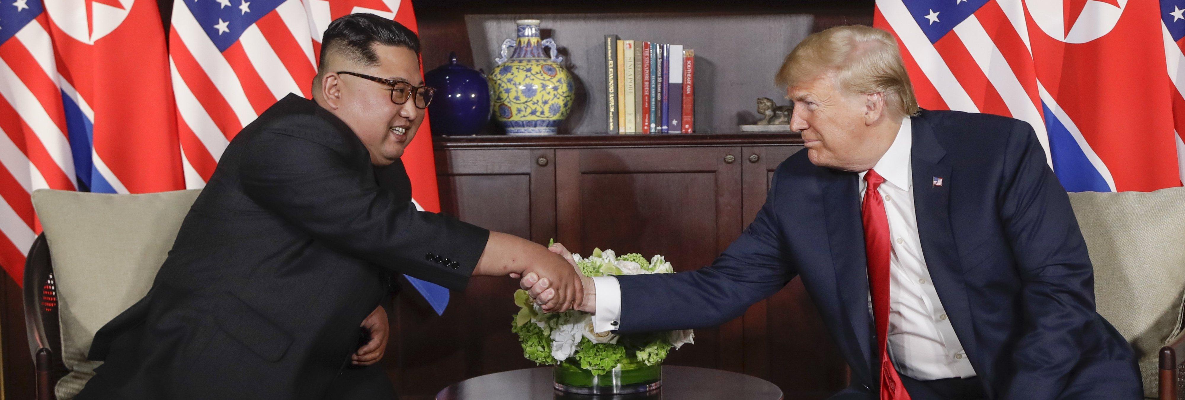 """Donald Trump y Kim Jong-un se reúnen y prometen """"un cambio tremendo"""" en el mundo"""
