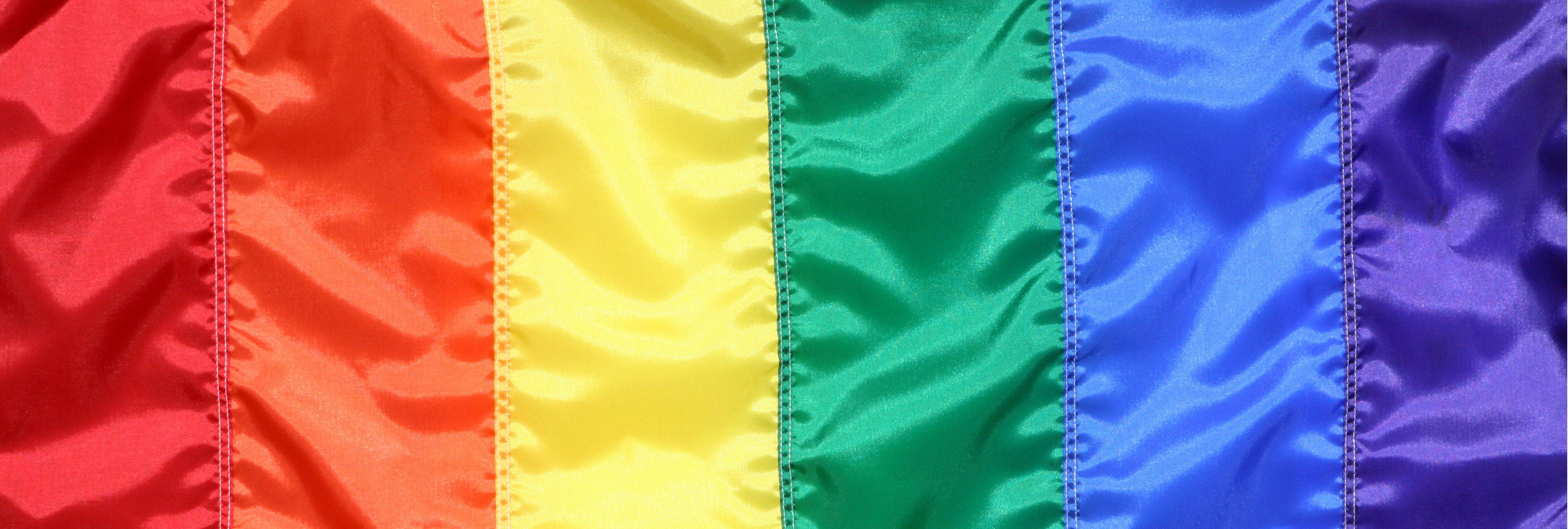 Rediseñan la bandera LGTBI para resaltar la inclusión y el progreso