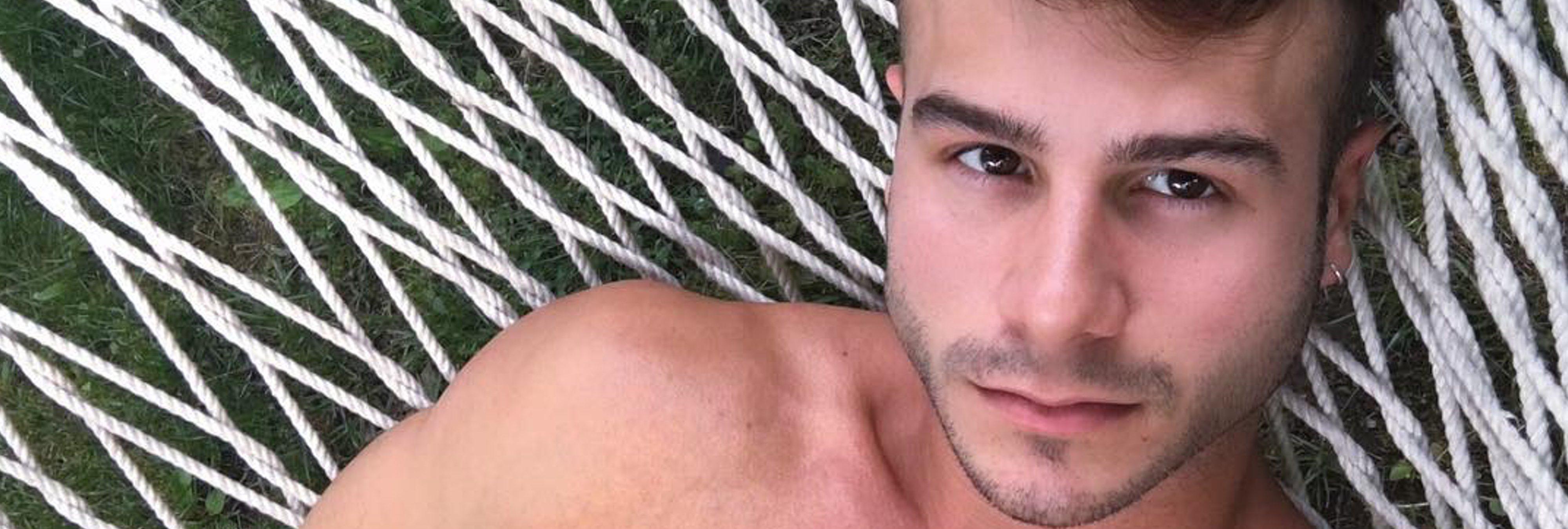 "Allen King, actor porno gay, enseña a ser ""un buen pasivo"" en un vídeo cargado de machismo y pasivofobia"