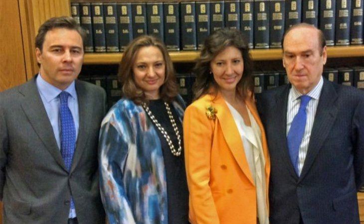 Las hermanas Álvarez (centro) han quitado a Dimas Gimeno (izq) el control de El Corte Inglés