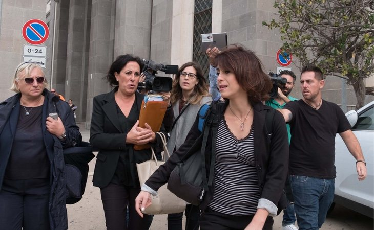 Juana Rivas se queda sin defensa en pleno juicio