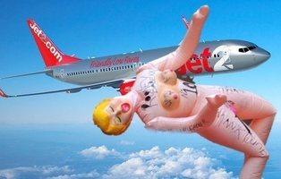 Un hombre ebrio y su muñeca hinchable provocan el caos y un aterrizaje de emergencia
