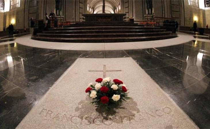 Los restos de Franco irían a parar a sus familiares, que elegirían un nuevo lugar de entierro