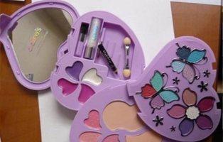 La OCU denuncia la presencia amianto en estuches de maquillaje infantil: deben desecharlos
