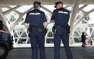 Un alto cargo valenciano intenta secuestrar a un joven para borrar sus fotos sexuales