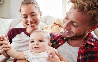El Congreso aprueba los permisos de paternidad y maternidad iguales e intransferibles