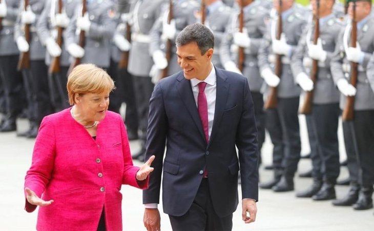 Merkel ha firmado un acuerdo con Sánchez para devolver a varios refugiados a nuestro país