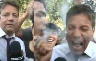 Un reportero cubre una marcha a favor de la marihuana y termina muy feliz en directo