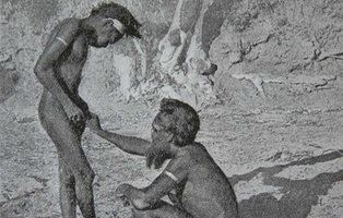Los aborígenes de Nueva Guinea practican la menstruación masculina... con un cangrejo