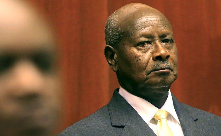 El presidente Museveni ha impuesto una tasa por el uso de redes sociales