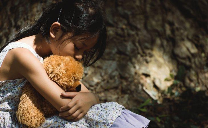 La niña sufrió un maltrato físico y emocional reiterado por parte de sus padres