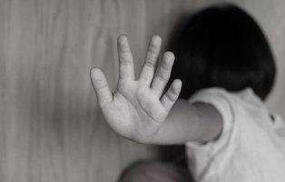 Unos padres, condenados por atar su hija de siete años para que les viera practicar sexo