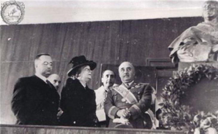 Franco en la inauguración de la Escuela de Estomatología