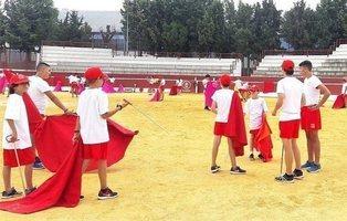 El PP de Madrid organiza un campamento para enseñar a torear a niños de entre 8 y 14 años