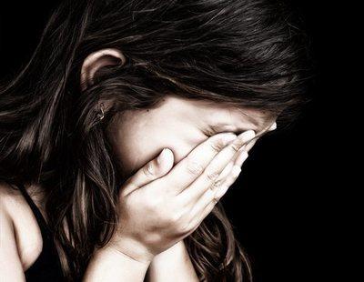 Viola a su hija de 12 años amenazando con matar a su madre si lo denuncia