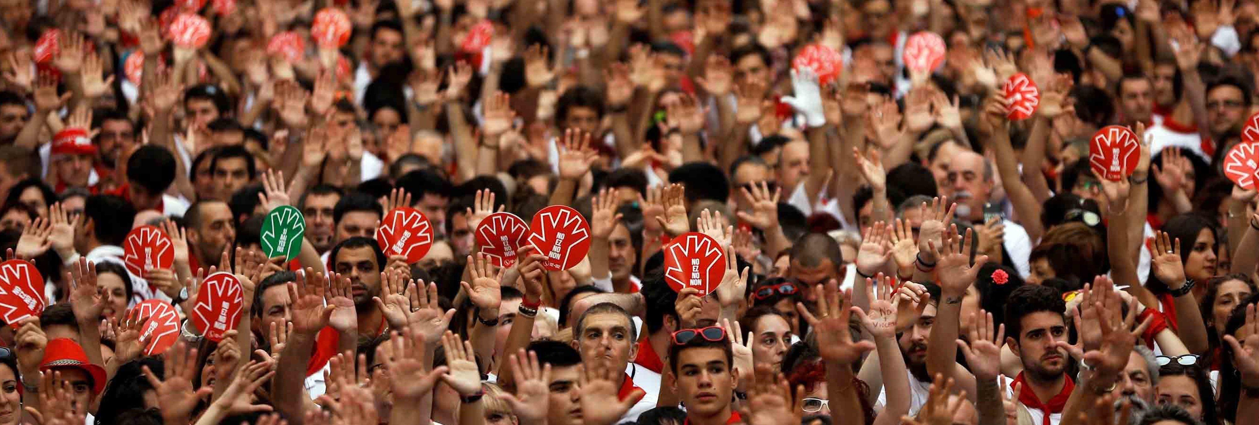 Sanfermines: La Policía Foral de Pamplona confisca chapas con graves mensajes machistas