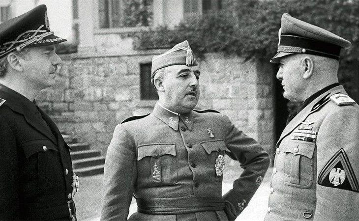 Suñer (izquierda) consiguió que Franco se reuniera con los principales líderes fascistas de la época