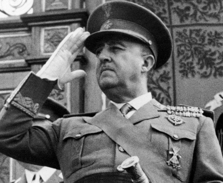 La Fundación Franco y otras 7 organizaciones fascistas que quiere ilegalizar el Gobierno