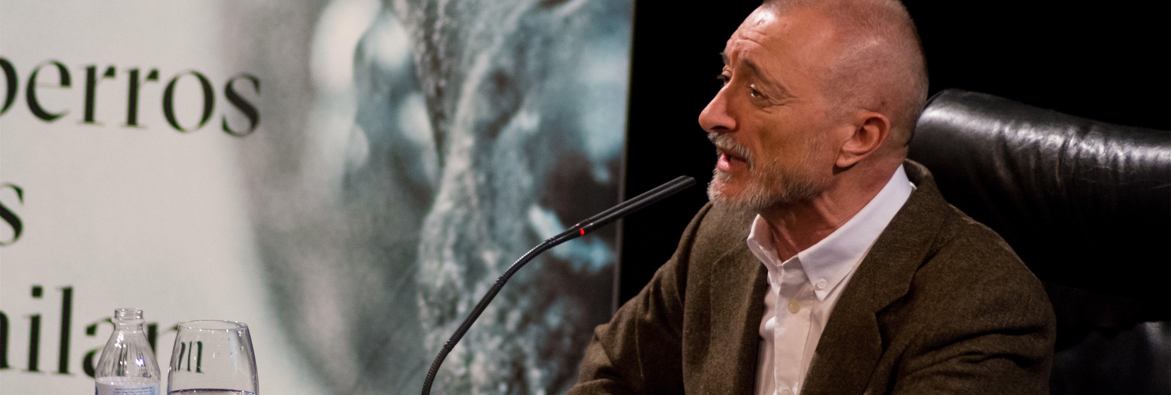 Pérez-Reverte dejará la RAE si se cambia la Constitución con un lenguaje inclusivo