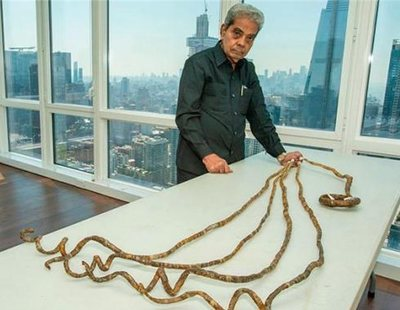 Shridhar Chillal, el hombre con las uñas más largas del mundo, se las corta tras 66 años