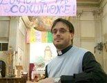 Este sacerdote italiano cuelga los hábitos para casarse con su novio en España