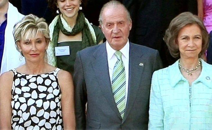 Sol Bacharach junto a los reyes en una recepción en Zarzuela ( Telecinco)