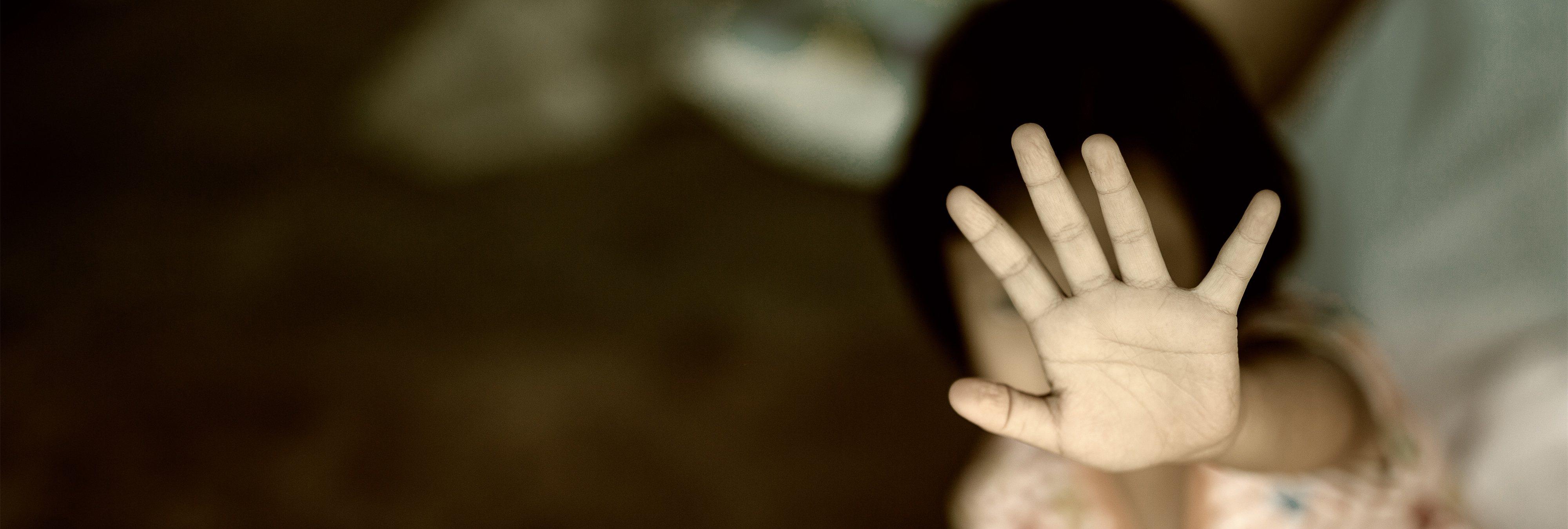 Rebajan la condena de 12 a 5 años a un hombre por abusar de su sobrina con discapacidad