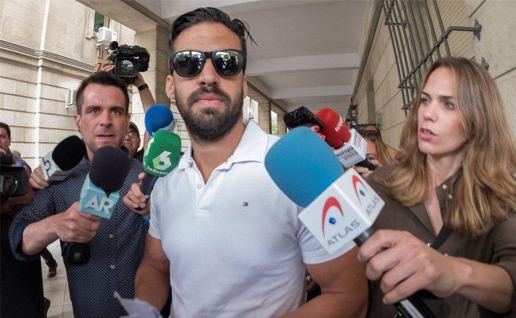 Antonio Manuel Guerrero tras firmar en los Juzgados de Sevilla