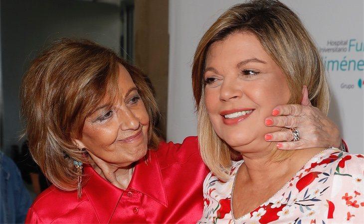Terelu Campos con su madre tras recibir el alta hospitalaria