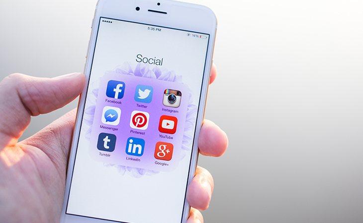 Solo incluir el manejo de las redes sociales cuando es de forma profesional y no de ocio