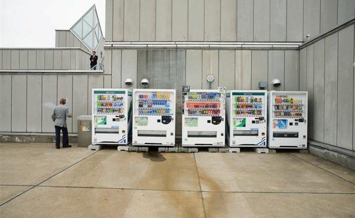Máquinas expendedoras en un almacén