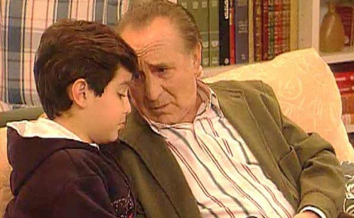 Pedro Peña como Manolo en una escena de 'Médico de familia'