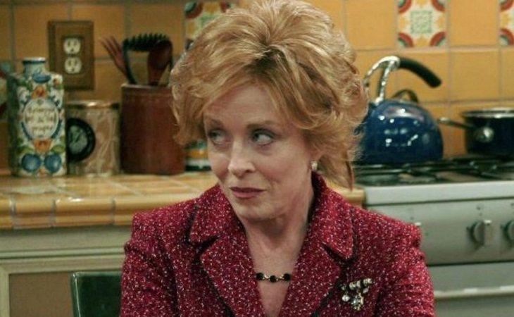Holland Taylor como Evelyn Harper en 'Dos hombres y medio'
