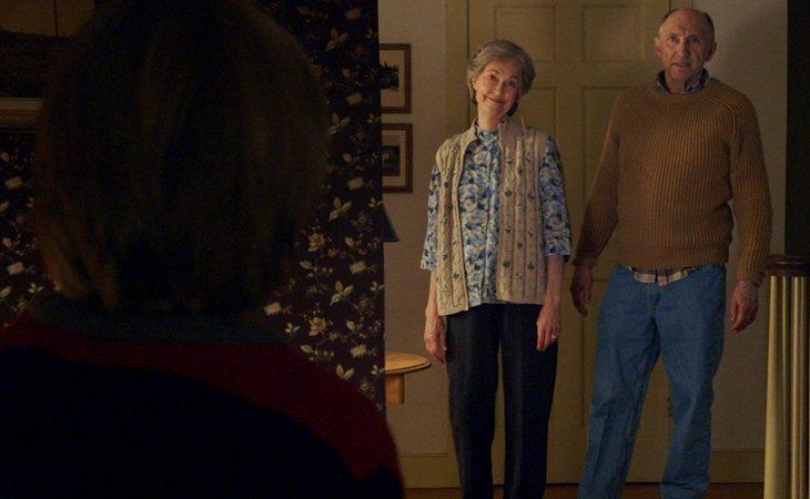 Deanna Dunagan y Peter McRobbie en 'La visita'