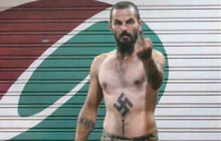 Antonio Castellón, el neonazi que pasea sus esvásticas y puños por las calles de Barcelona