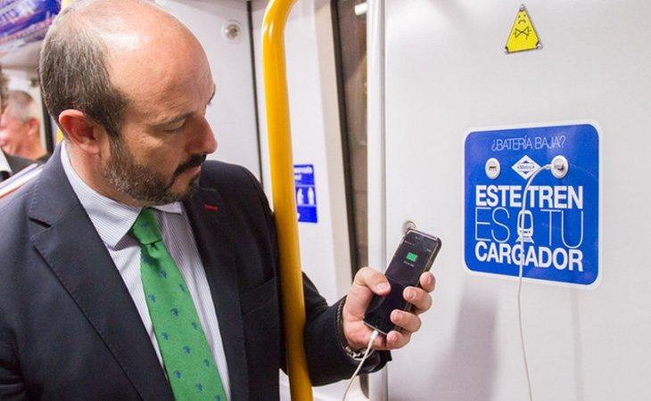 El exconsejero de Transportes de la Comunidad Pedro Rollán, presentó la instalación de 2.200 cargadores de estas características en el Metro de Madrid
