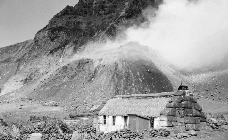 La isla tuvo que ser evacuada en 1961 y el pueblo fue prácticamente reconstruido