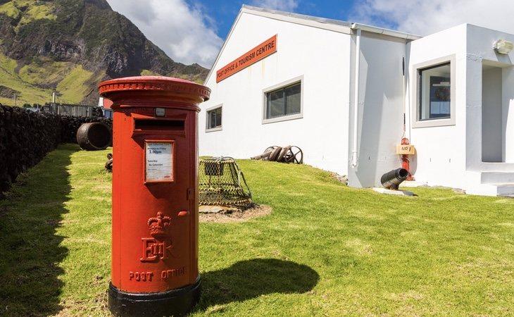 La venta de sellos es uno de los principales negocios de la isla