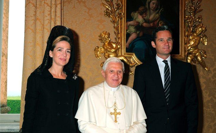 Iñaki Urdangarín y la infanta Cristina con el Papa Benedicto XVI