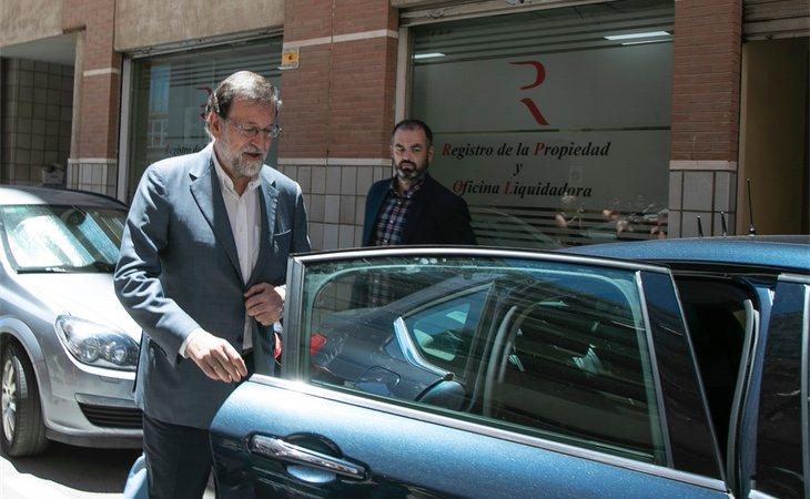 El primer día de Rajoy llegando a su puesto de trabajo en el registro de la propiedad de Alicante