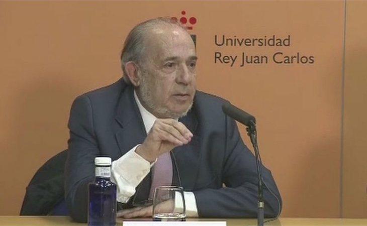 Enrique Álvarez Conde habría utilizado el Instituto de Derecho Público para obtener beneficio económico