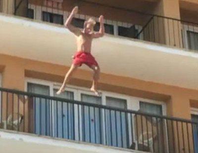En estado grave un joven británico tras caer por defecar desde un balcón en Magaluf