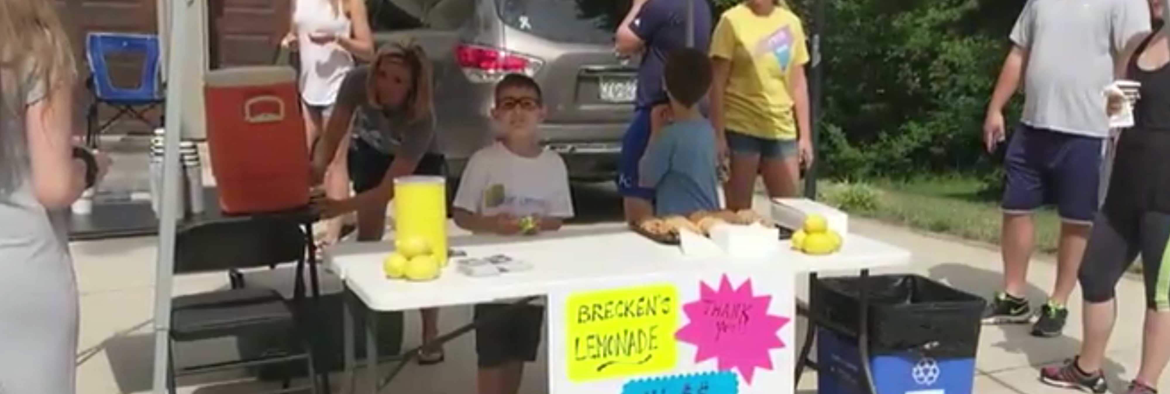 Un adolescente atraca a punta de pistola a un niño de 9 años que vendía limonada en EEUU